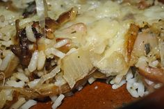 Arroz con queso gratinado. Aromático y sabroso; un arroz sencillo de cocinar.