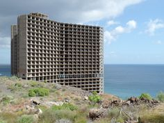 23 stories of unfinished hotel