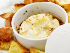 Baked Brie w/Roasted Apples -- great for parties & game day! Fondue, Roasted Apples, Baked Brie, Caramelized Onions, Camembert Cheese, Clean Eating, Healthy Recipes, Baking, Parties