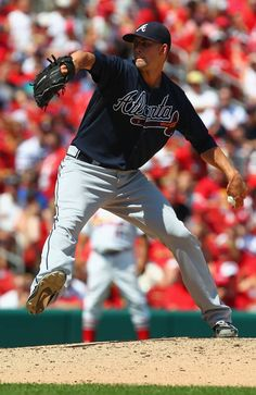 Starter Mike Minor #36 of the Atlanta Braves  pitches against the St. Louis Cardinals at Busch Stadium .
