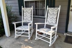 Watch as these rocking chairs get a makeover! Rocking Chair Redo, Rocking Chair Cushions, Outdoor Rocking Chairs, Painting Wicker Furniture, Furniture Redo, Painted Wicker, Outdoor Crafts, Porch Decorating, Garden Projects