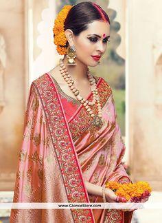 The gorgeous bride ❤ Photo South Indian Bride, Indian Bridal, Kerala Bride, South Indian Weddings, Lehenga, Anarkali, Sabyasachi Sarees, Telugu Brides, Look Short