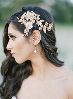 Gilded Bridal Hair Comb | Samantha Kirk Photography on @bajanwed via @aislesociety