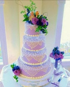 Special glaze lets you use real flowers, fruit or leaves as lovely cake adornments.