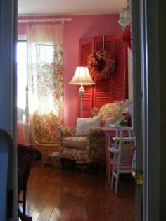 Our daughter's Pink bedroom.(past home)