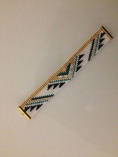 """Bracelet """"indienne""""tissé en   perles de rocailles Miyuki      noir  doré blanc  vert.  : Bracelet par sarkisyancreation"""
