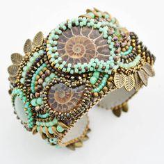 Один из моих самых любимых браслетов. Уже год как радует свою хозяйку. ~~~~~~ #кыргызстан #бишкек #jewelry #beaded #beadwork…