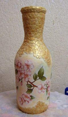 Wine Bottle Art, Glass Bottle Crafts, Diy Bottle, Bottle Vase, Decoupage Glass, Decoupage Art, Vases Decor, Art Decor, Eggshell Mosaic