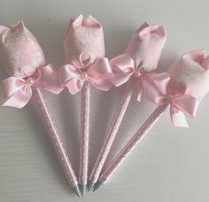Canetas com ponteira de tulipas para chegada de Maria Eduarda! #nascimentoFinoGosto #MariaEduardache - finogostomimoselembrancas