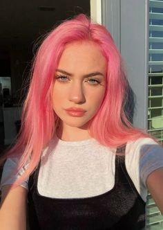 46 Best Winter Hair Colors For Women - Pink hair - Hair color Pastel Pink Hair, Hair Color Pink, Hair Dye Colors, Cool Hair Color, Bright Pink Hair, Pink Hair Streaks, Colorful Hair, Orange And Pink Hair, Dyed Hair Pink