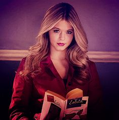 Alison DiLaurentis is a fictional character in a series. It is my favorite for his intelligence, falsehood and the way in playing with people.