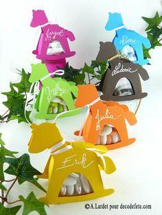 Retrouvez nos différentes formes de boites cartonnées comme ici avec les chevaux à bascule. #boite #dragees http://www.decodefete.com/boites-cheval-chocolat-p-3086.html