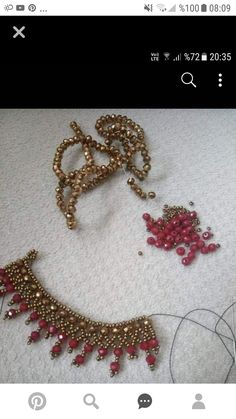 Valentine's Day activities for seniors Valentines Day activities for elder care … - Crafts Beaded Necklace Patterns, Lace Necklace, Beaded Jewelry, Beaded Bracelets, Beading Projects, Beading Tutorials, Beading Patterns, Bracelet Making, Jewelry Making