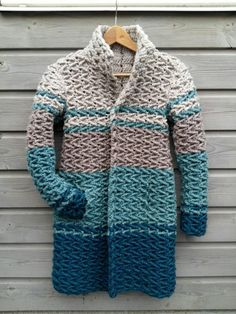 Your crochet creations # 3 - Amanda Circus - - Jullie haakcreaties Crochet winter coat – free pattern. Crochet Cardigan Pattern, Crochet Winter, Crochet Jacket, Crochet Poncho, Crochet Scarves, Crochet Yarn, Crochet Clothes, Crochet Sweaters, Coat Patterns