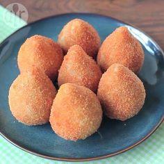 Een populaire snack in Brazilië, een soort kroket met kip. Lekker als hapje op een feestje en kinderen zijn er ook dol op!