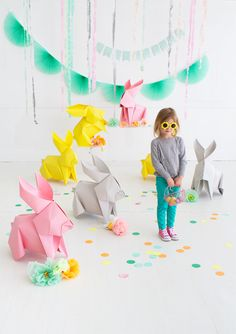 Oh Happy Day's DIY Giant Origami Bunnies! Fun idea for decor. and good inspiration to super size any other origami designs too! Kids Crafts, Bunny Crafts, Easter Crafts, Easter Projects, Dyi Crafts, Upcycled Crafts, Creative Crafts, Decor Crafts, Diy Party Dekoration