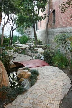lovely side yard garden, make use of space you have. Use black polished river stones instead of water feature to reduce cost and maintainence. Garden Yard Ideas, Side Garden, Garden Paths, Garden Bridge, Backyard Ideas, Side Yard Landscaping, Landscaping Ideas, The Neighbor, Yard Design