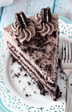 This Chocolate Oreo Cake recipe is to die for! A moist chocolate cake recipe full of Oreo icing and crushed up Oreos. An Oreo lover's dream dessert. Oreo Cake Recipes, Dessert Recipes, Oreo Dessert, Cupcakes, Cupcake Cakes, Chocolate Oreo Cake, Chocolate Food, Healthy Chocolate, Delicious Chocolate