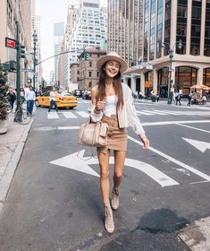 Running from meeting to meeting whole day :) on the heels. Cute Skirt Outfits, Cute Skirts, Fall Outfits, Fashion Outfits, Womens Fashion, Dressy Outfits, Thin Skinny, Skinny Girls, Korean Fashion Trends