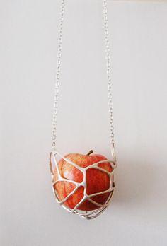 "Jelka Quintelier ""KLOKUIS"", silver apple necklace"