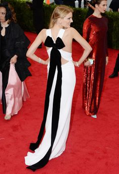 Lily Donaldson en robe Burberry Prorsum http://www.vogue.fr/sorties/on-y-etait/diaporama/le-gala-du-met-costume-institute-2014/18624/image/998016#!lily-donaldson-en-robe-burberry-prorsum