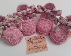Wonderful these handmade shoes of .- Maravillosos estos zapatitos artesanales de Beautiful❤️❤… Wonderful these handmade shoes of Beautiful❤️❤️ Baby Knitting Patterns, Hand Knitting, Knit Baby Booties, Crochet Baby Shoes, Knitted Baby, Booties Crochet, Gestrickte Booties, Tricot Baby, Diy Crafts Knitting