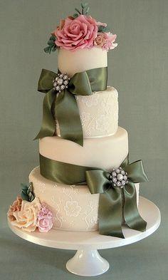 Wedding cake with brush embroidery