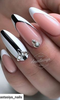 It's time to call your manicure, because the trends of spring summer 2019 are present and they absolutely want to be imitated. As for the shapes, the nail trends of the spring of 2019 range from short and angular to long and pointed, with some moderate o Cute Summer Nail Designs, Cute Summer Nails, Cute Nails, Pretty Nails, Nail Art Designs, Manicure Nail Designs, Nail Manicure, Nails Design, Pedicure