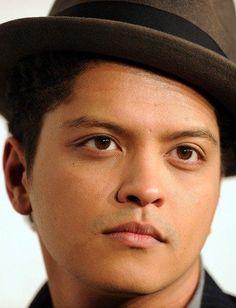 Bruno Mars!!! OMG, his eyes are so amazing!!! - Bruno Mars Photos