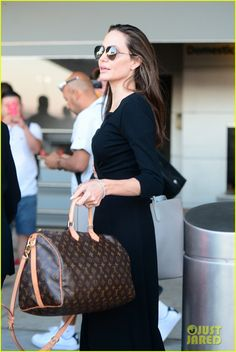 Angelina Jolie's Six Children Speak Seven Different Languages! : Photo Angelina Jolie looks chic in all black as she makes her way through JFK airport on Friday evening (June in New York City. Office Fashion, Work Fashion, Louis Vuitton Handbags, Louis Vuitton Speedy Bag, Angelina Jolie Style, Fitness Workout For Women, Le Jolie, Looks Chic, My Outfit