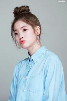 es ten hermosa {twice dahyun; Kpop Girl Groups, Korean Girl Groups, Kpop Girls, Rapper, Nayeon, Mbti Type, Warner Music, Twice Once, Chaeyoung Twice