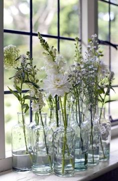 Windowsill decoration - 57 ideas how to discover the potential of the windowsill- Fensterbank Dekoration – 57 Ideen, wie Sie das Potenzial der Fensterbank entdecken window sill decoration flowers glass vases - Windowsill Decoration, Window Sill Decor, Plants On Window Sill, Window Coverings, Fleurs Diy, Home Flowers, Flower Ornaments, Deco Floral, Window Design