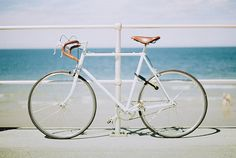 white hot fixie by the beach (via Secret Paradise) Stuff To Do, Things To Do, Coastal Style, Cool Bikes, Beach Day, Mountain Biking, Helmet, Tumblr, Fixed Gear