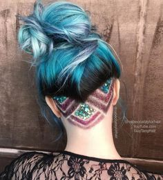 Glitter undercut - Glitter undercuts became popular after celebrity hair stylist Guy Tang posted a tutorial video featuring the innovative new style. Best Undercut Hairstyles, Pretty Hairstyles, Men Undercut, Men's Hairstyle, Funky Hairstyles, Formal Hairstyles, Hairstyle Ideas, Wedding Hairstyles, Hidden Rainbow Hair