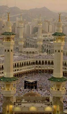 so serene. Mecca Madinah, Mecca Masjid, Islamic Wallpaper Hd, Mecca Wallpaper, Wallpaper Backgrounds, Islamic Images, Islamic Pictures, Masjid Haram, Imam Hussain Wallpapers