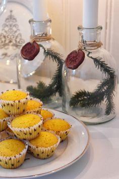 H är städas, bakas, slår in julklappar och givetvis pyssel... Bråda tider men ack så mysigt! Muffinsbak med saffran såklart. ...