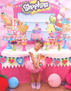 Shopkins 🍓💖 amei, inspiração incrível para esse tema que eu amooo! Here's one of my favorite Shopkins birthday parties added to our site! ❤️✨❤️✨❤️✨ It's from 💄👛🎂To see all 37 party photos, click our bio link! Colorful Birthday Party, 9th Birthday Parties, Girl Birthday, Birthday Ideas, Teen Parties, Fete Shopkins, Shopkins Bday, Shopkins Cake, Dessert Stand