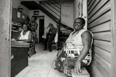 Trabalho feito com muito amor. Entrar em bairros (favela) tão mal vistos e realizar um trabalho tão delicado é um grande prazer. Com o parceiro e querido irmão Francislei Henrique. #ponto618 #fotografia #photography #design #blackandwhite
