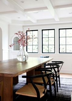 Get inspired by these dining room decor ideas! From dining room furniture ideas, dining room lighting inspirations and the best dining room decor inspirations, you'll find everything here! Dining Room Lighting, Dining Room Chairs, Dining Room Furniture, Dining Tables, Dining Sets, Console Tables, Fine Furniture, Outdoor Dining, Luxury Furniture