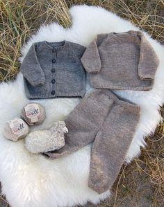 Strikkeopskrifter - stort udvalg af god opskrifter - se dem her Knitting For Kids, Baby Knitting Patterns, Hand Knitting, Cute Baby Clothes, Baby & Toddler Clothing, Crochet Baby, Knit Crochet, Crochet Slippers, Baby Kids Wear