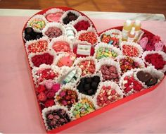 подарок сердечком со сладеньким для любимой на день святого валентина - мегакреативная идея