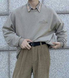 Mens oversized sweater and pleated corduroy pants with plaid shirt Indie Outfits, Retro Outfits, Trendy Outfits, Vintage Outfits, Cool Outfits, Fashion Outfits, Style Fashion, Aesthetic Fashion, Aesthetic Clothes