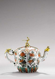 'famille verte ' porcelain gilt-metal mounted teapot and cover. Qing dynasty, Kangxi period (1662-1722