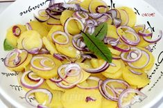 Vídeňský bramborový salát Fruit Salad, Vegetables, Food, Fruit Salads, Meal, Essen, Vegetable Recipes, Hoods, Meals