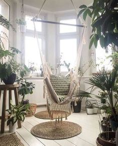 30+ Indoor Jungle Decoration 56 Hanging Hammock Chair, Patio Interior, Home Interior Design, Interior Decorating, Indoor Plants, Indoor Garden, Casa Hipster, Jungle Bedroom, Jungle Theme