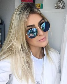 Ray-Ban Hexagonal que conquistou as blogueiras, fashionistas & celebridades  @blogmarianasaad Ray Ban Sunglasses, Mirrored Sunglasses, Sunglasses Women, Blonde Hair Shades, Selfies, Fashion Eye Glasses, Womens Glasses, Tumblr Girls, Hair Beauty