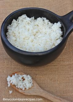 Arroz Blanco (Colombian-Style White Rice) - - Plain white rice or Arroz Blanco is the perfect accompaniment to any Colombian meal. In my family we would eat white rice as a side dish with everything. Spanish White Rice Recipe, White Rice Recipes, Rice Recipes For Dinner, Spanish Rice, Mexican Food Recipes, Spanish Food, Mexican White Rice, My Colombian Recipes, Colombian Cuisine