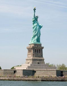 5 days in New York City. This detailed New York City itinerary has the best things to do for first-timers, with maps, walking routes, and subway advice. New York City Vacation, New York City Travel, Statue Of Libery, Manhattan Times Square, Lower Manhattan, Nyc Itinerary, New York Statue, Liberty New York, Liberty Island