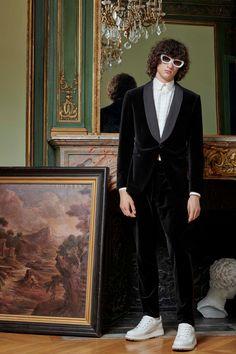 Louis Vuitton Pre-Fall 2020 Menswear - Fashion Shows Fashion Show, Mens Fashion, Fashion Trends, Fashion Pics, Fashion Styles, Retro Fashion, Collection Louis Vuitton, Louis Vuitton Homme, Nigo