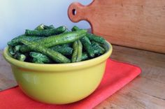 Green bean chips Preheat oven to 425 and bake for 15 minutes, or until crunchy and golden brown.